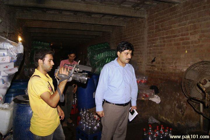 Fake_Coca_Cola_Coke_factory_Gujranwala_4_wsaxu_Pak101(dot)com