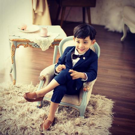 許多網友在看完這位「4歲韓國阿拉伯混血小帥哥李東民」的照片後,都已經開始後悔太早被生出來了!