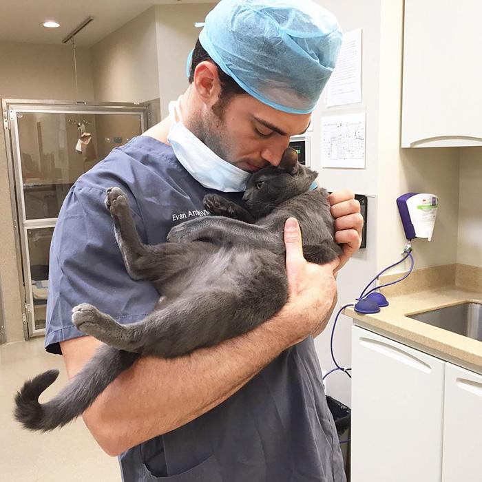 hottest-vet-pet-doctor-evan-antin-california-324__700-1