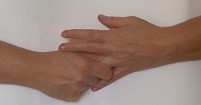 將手指頭像這樣握住2分鐘,其實這就是能夠讓你人生更美好的日本古老秘密療法!