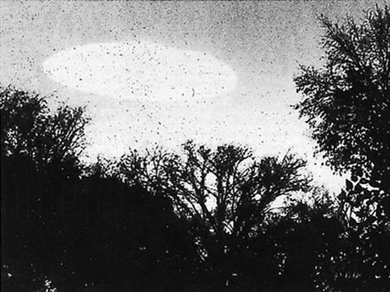 CIA終於對外公開了50年來他們無法解答的UFO機密文件及照片,說外星人不存在的人臉現在都腫了...