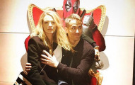 萊恩·雷諾斯和老婆透露他們美滿婚姻的秘訣...就是摸胸部!
