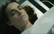 他們看見這位當紅女星的遺體後忍不住和她發生了關係,但最後超驚悚的畫面真的差點把我嚇死了...