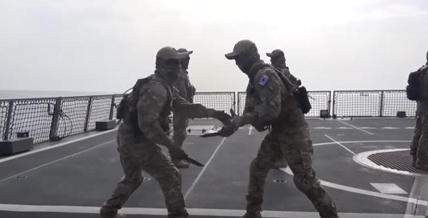 你可能會以為這是動作電影片段,但看完「南韓海軍特種部隊超猛對刺訓練」後你才會知道為什麼北韓都不敢打過去了!