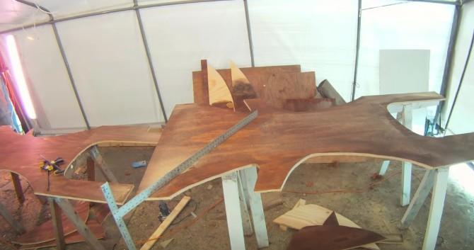 這個爸爸為了改造女兒房間將夾板切割成大樹的形狀,最後「超完美森林成果」會讓你想把你現在的床給燒了!
