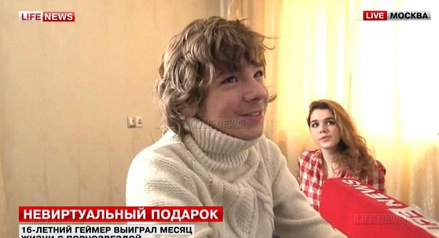 這名16歲的俄國小男生贏到「可以跟超辣A片女優住一個月」,但媽媽當然不准因此他就出絕招「那我給爸爸...」