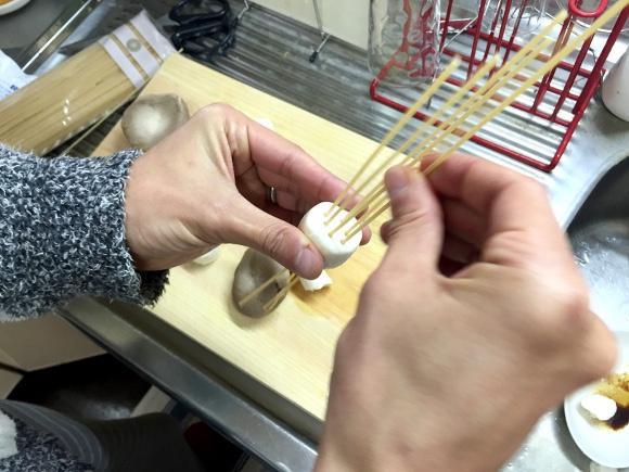 看到這個風靡日本的「把義大利麵戳進杏鮑菇」創意食譜後,我決定一下班就衝去買杏鮑菇了!