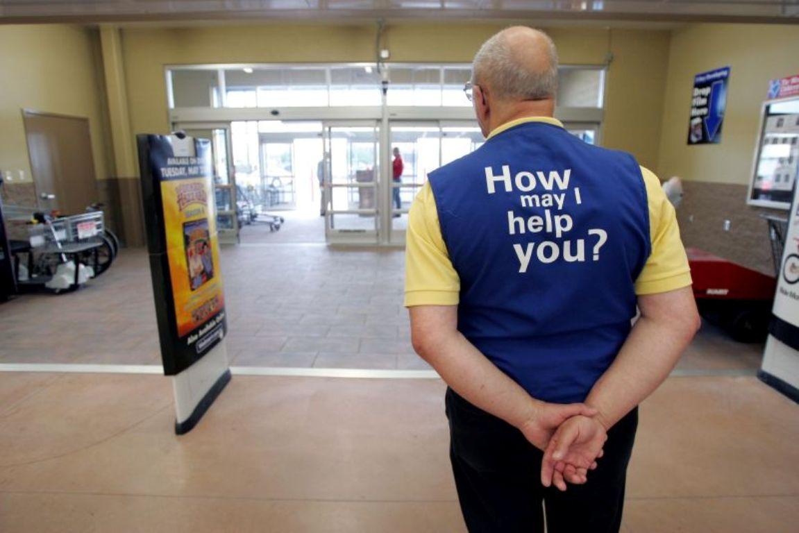 這位超市員工第一天上班才2個小時就被開除,但他卻因此拯救了兩個小孩的人生。
