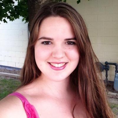 這個年輕女孩因為不幸輸給了癌症而永遠沒辦法畢業,於是她的同學「對她棺材做的事情」就成功讓她死後也能畢業!