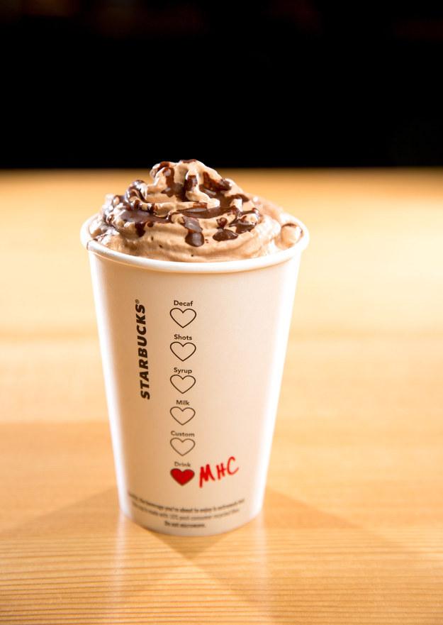 星巴克這幾天為情人節推出「3款限定秘密飲品」,超犯規的巧克力組合已經讓網友都要暴動了!