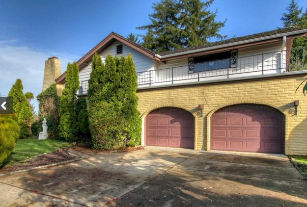 This is a three-bedroom, three-bathroom house in Newport, Oregon.