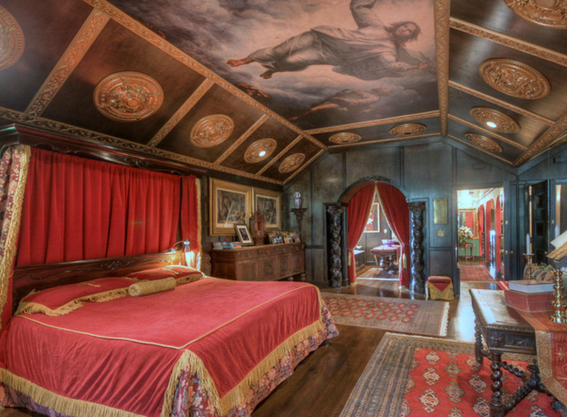 And the best part ---> the bedroom.