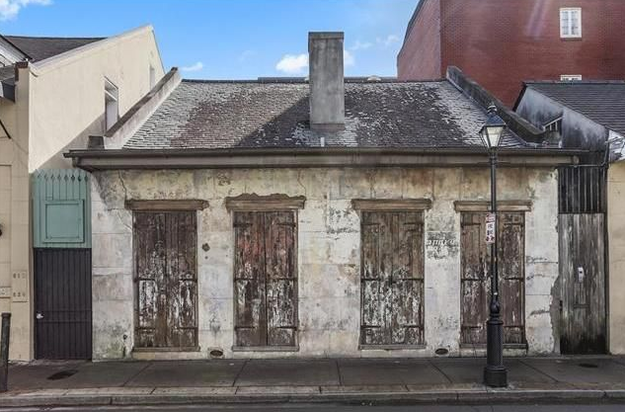 This crappy-looking place is in the French Quarter of New Orleans.