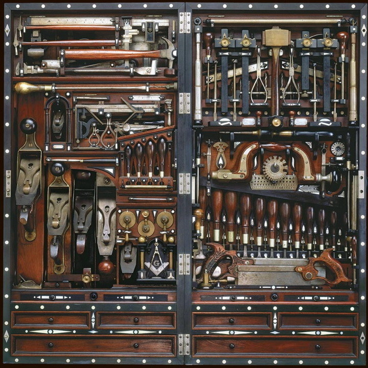 This tool chest.