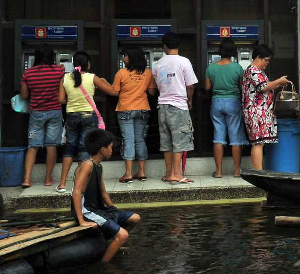 People Withdrawing Cash In The Philippines