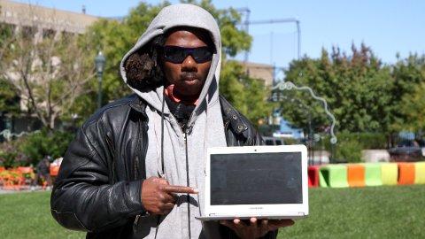 這名街友被問到「要拿美金100元還是學APP程式語言」,他選擇後的人生大逆轉會徹底影響你未來人格發展!