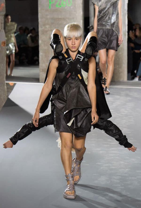 12張走秀照片證明我們「以後最好的時尚就是人類」!