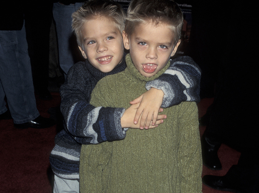 還記得電影《冒牌老爸》裡那個可愛的小男孩嗎?他現在長大成熟的天菜模樣完全讓人再次愛上了!