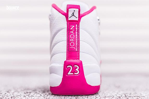 這雙即將推出的「限量情人節配色喬丹12代」,看到它的超美鞋底...我只能借錢買一雙送女友了。
