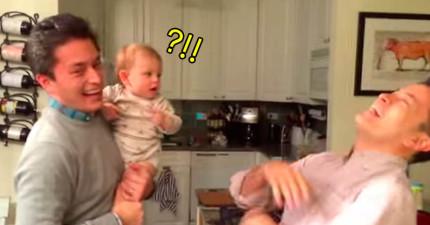 爸爸把寶寶托給自己的雙胞胎哥哥照顧,結果回來接寶寶時,寶寶「完全被搞混的模樣」已經把千萬網友都萌翻了!