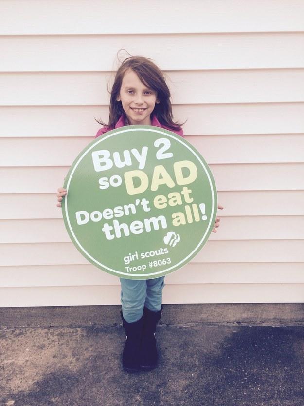 這名9歲跨性別小男孩在賣餅乾時被罵「沒人想要跟娘娘腔男孩買餅乾」,接著她就賣出幾千盒餅乾打臉回擊!