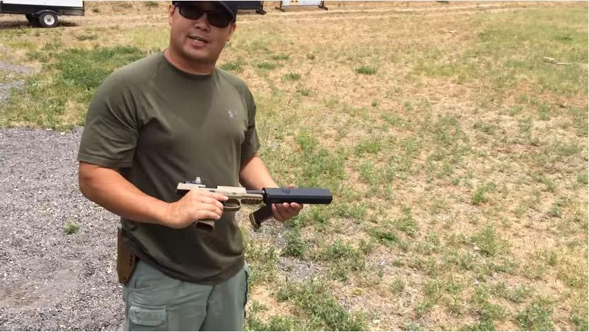他們在手槍上裝上最新100%滅音器,結果「空彈殼彈出聲音比開槍聲音還大」的靜音效果真的太危險了!