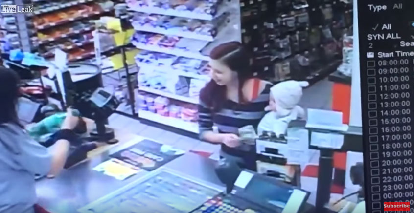 店員看到抱著寶寶進來買東西的年輕媽媽眼身忽然看起來像「鬼上身一樣」,接著發生的事情讓我全身起雞皮疙瘩!