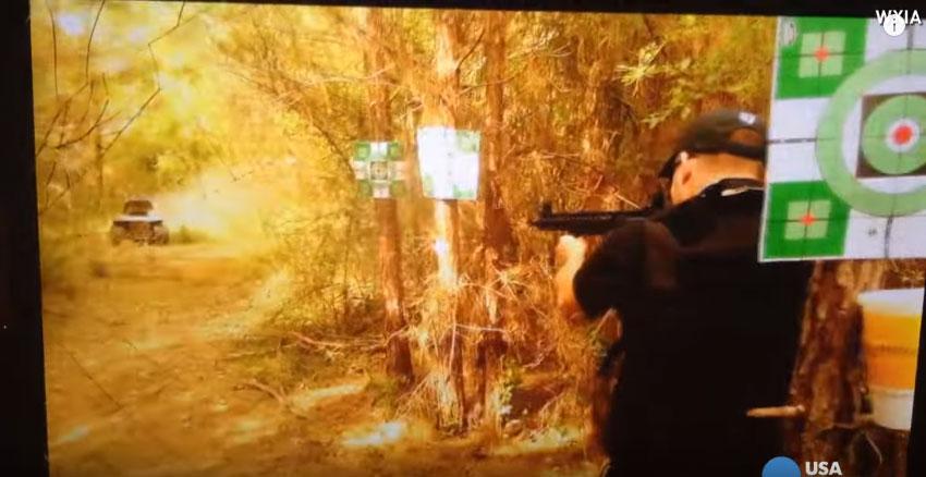 他拿機關槍射一台綁著炸藥的除草機,下一秒他就失去自己的一部分。