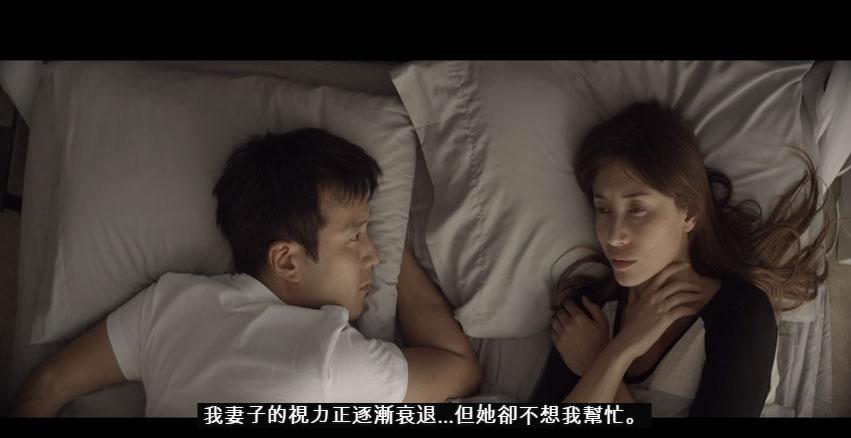 他最愛的妻子開始失去視力,結果他就決定偷偷每天為她做這件最感人的事情。
