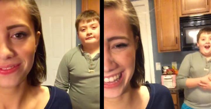 這個正妹站在弟弟前面說:「嘿老弟」,接下來她就嗯下一個最大的「便便彈」在弟弟臉上...