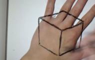 他先是在手上畫了一個方塊,最後超不可能的畫面會讓你立刻重播!