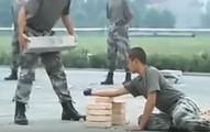 我以為台灣特種部隊就夠厲害了,但看完中國軍人「跟少林寺一樣暴力的訓練」後我開始擔心了.....