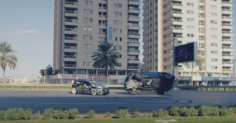 這個才一天就達到240萬觀看次數的超強飆車特技一點特效都沒有,但看完後以後就不用去看超多特效的《玩命關頭》了!