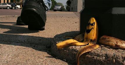 他們測試「香蕉皮是不是真的像在卡通裡面一樣那麼滑」...你的童年終於就能圓滿了!