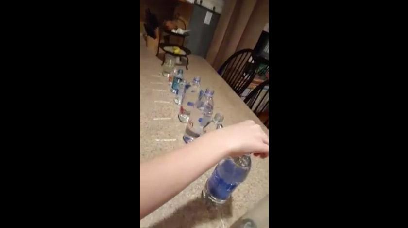 這名媽媽詳細測試市售瓶裝水中「哪些是對人體有害的酸性」,最後網友都說「原來一直花冤枉錢還傷身!」