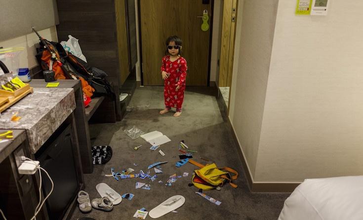 北京爸獨自帶2歲女兒到台灣旅行 才一踏進飯店就驚覺「老婆真的太偉大」!