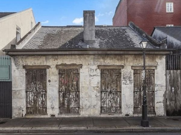 Old meets new in this beautiful 19th century New Orleans cottage. This elegant home has an open floor plan with cathedral style ceilings, 1 bedroom, and 2 amazing full baths. Located in the French Quarter, it goes for the small price of $1.6 million.