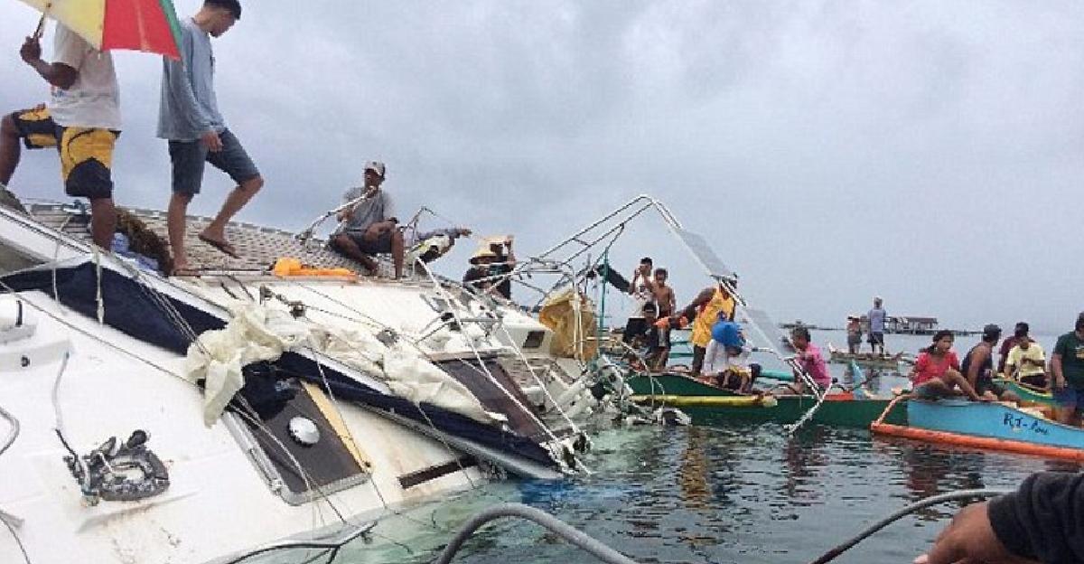 菲律賓漁民發現一艘在海上漂流7年的幽靈遊艇,上船後卻發現「比幽靈船還驚悚」詭異景象...