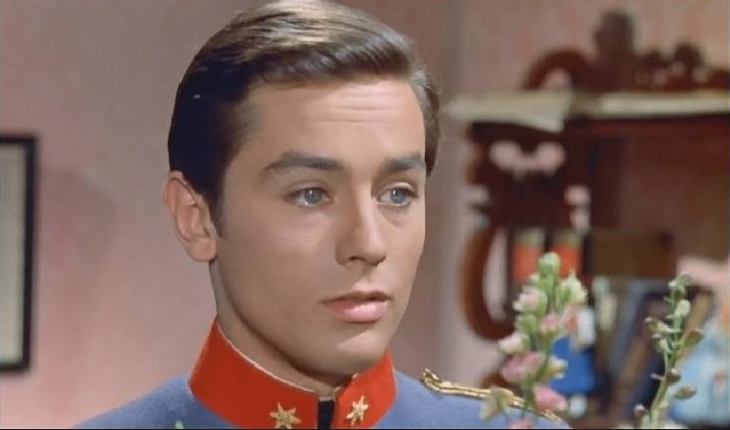 法國第一美男亞蘭德倫的21歲兒子「眼神勾魂俊俏照」曝光後,網友都說「比老爸帥」已經腿軟要叫救護車了!