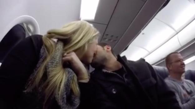 他跟太太坐上飛機後,機長居然廣播對他說:「你沒有一夜致富,但恭喜你中了大獎!」,接著最感人的驚喜就展開了!