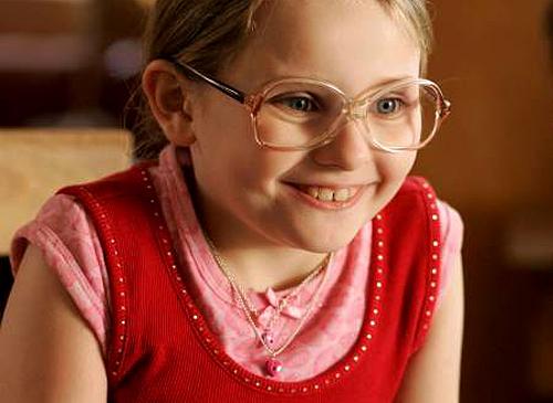 還記得電影《小太陽的願望》裡的小女孩嗎?看到她現在長大超辣身材「我的小鹿都撞到腦震盪了」!