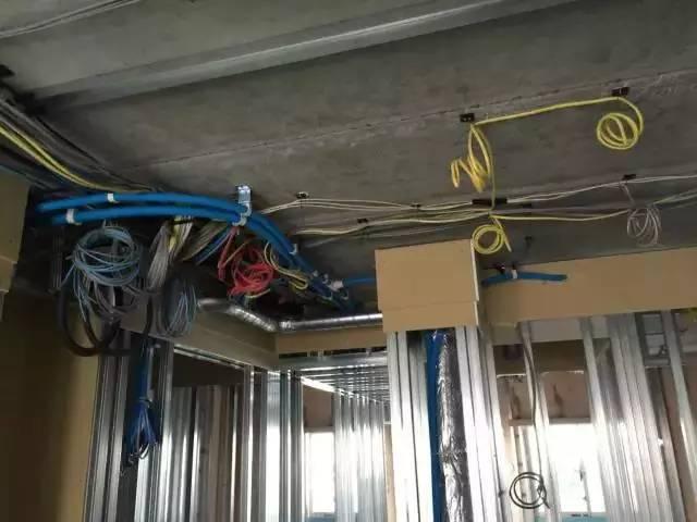 我原本不相信日本人能「一天蓋好房子而且馬上能住」,但看到他們工地施工照片後只能說完全不意外!