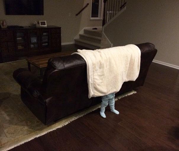 20個我很確定長大後絕對無法成為躲貓貓顧問的「想不發現都很難」小笨童。