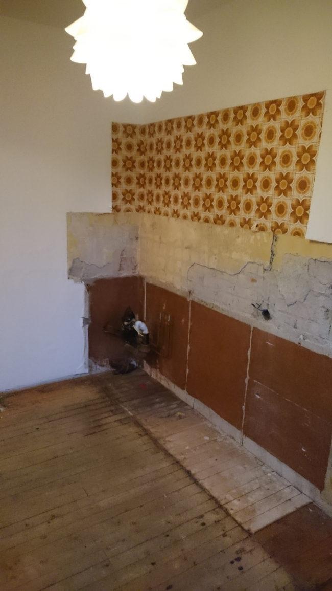 這個男生拿著鐵撬「發瘋一樣對廚房牆面暴力敲打」,最後得到的超完美結果會讓你不顧家人反對開始鑿牆!