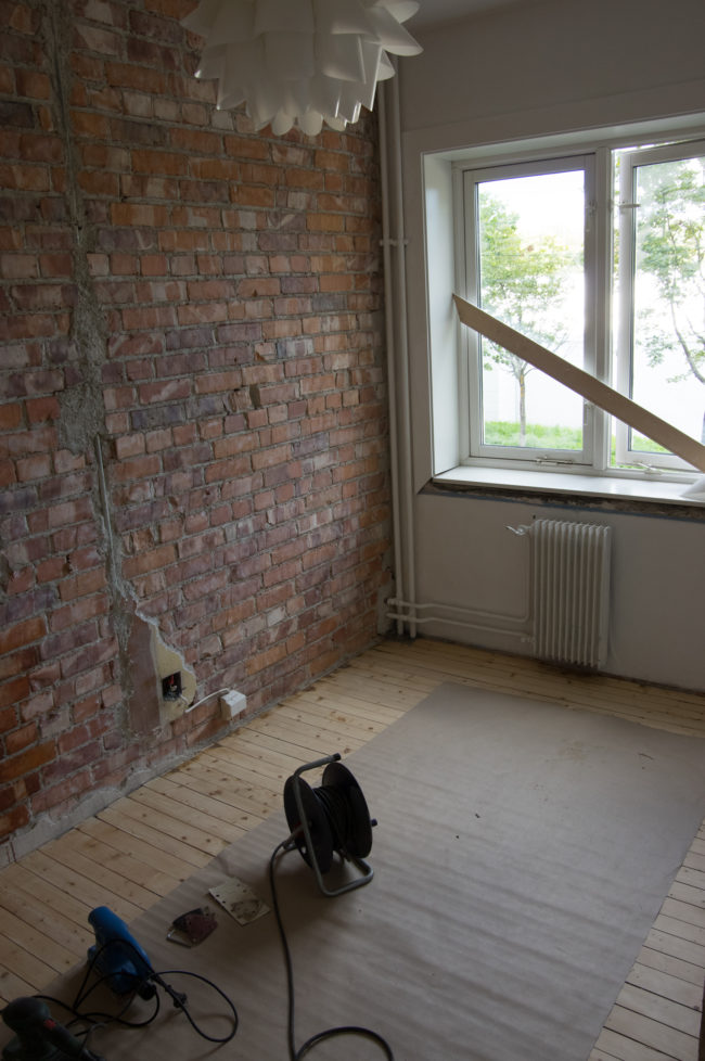 After the plaster was removed, he cleaned the wall by attaching a steel brush to his drill. That's when things started coming together.
