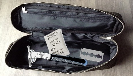 Put your razor and blades inside a puch or box with silica gel to prevent it from rusting.