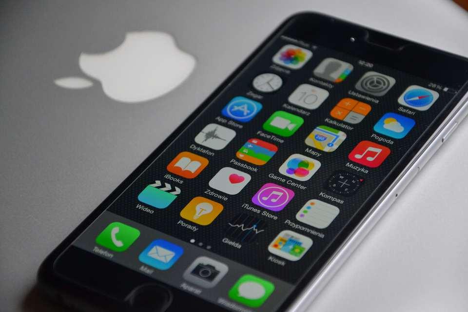 蘋果最新手機居然會比iPhone 6 Plus還要大!但三星手機使用者會說:「那不是1980年的技術嗎?」