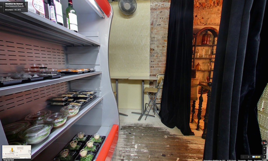 如果你覺得這間俄羅斯的中國麵館只是間餐廳的話,你就虧大了!一走進去下樓梯...OMG地底天堂!