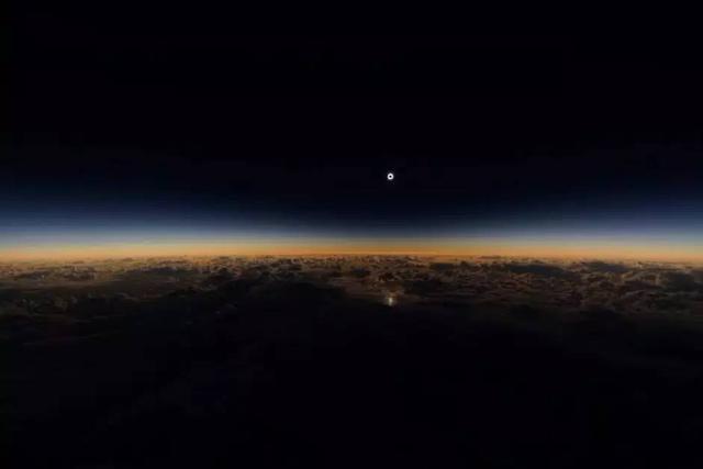 萬米高空看日食,多虧飛機改變航道