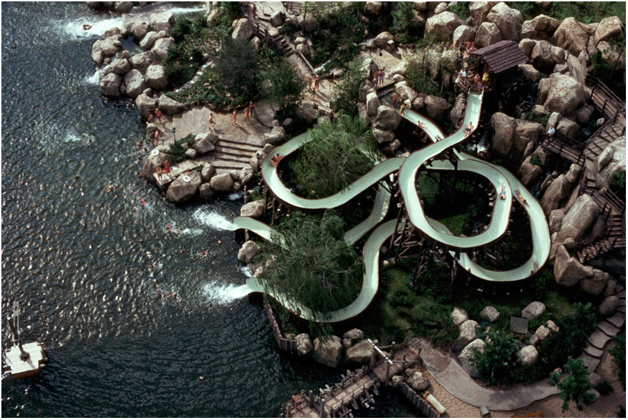 River Country was Disney World's first water park. It opened in Orlando, Florida, in 1976 and officially closed its doors in 2005. #RIP.